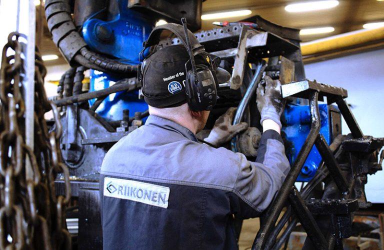 nosturiasennukset-konekorjaamo-riikonen-oy-puutavaranosturi