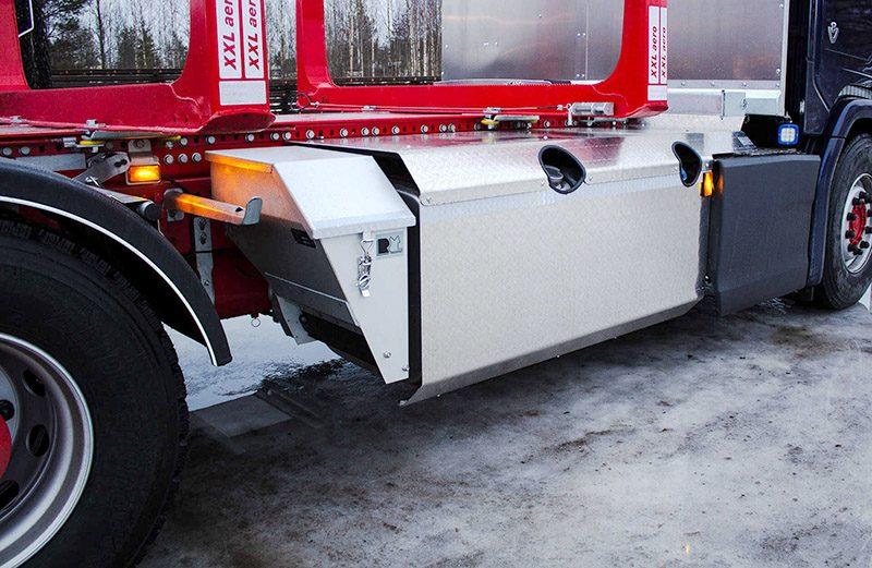 konekorjaamo-riikonen-riiko-puutavara-auton-tankinsuoja